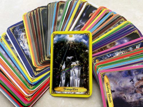 サイキックリーディングに使う、占い用カードはこう選ぼう。